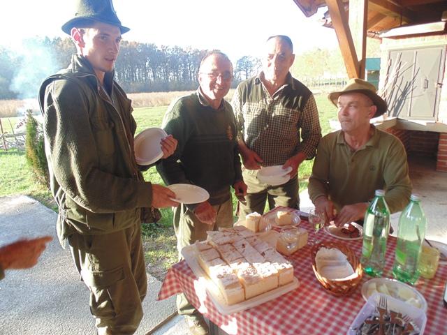 LD Srna prigodni lov za SV. Huberta 2015 050